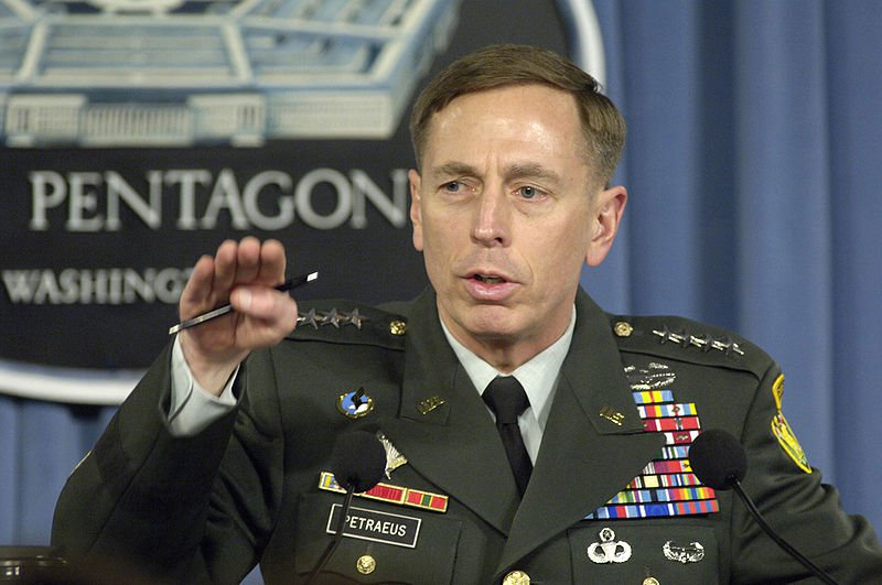 Petraeus_press_briefing_2007